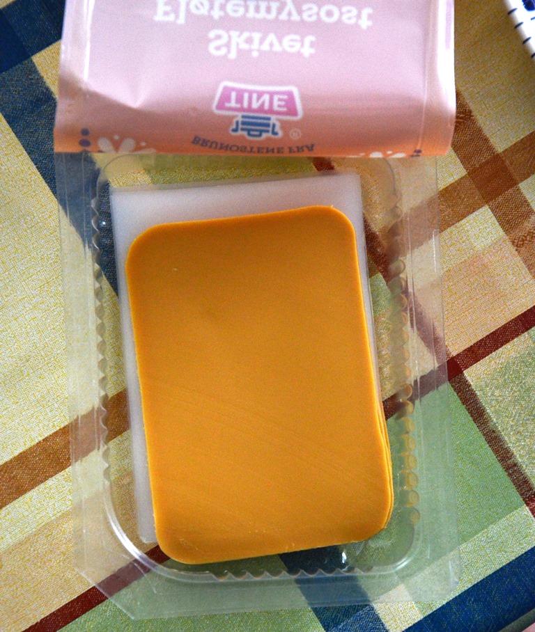 Karmelowy żółty ser